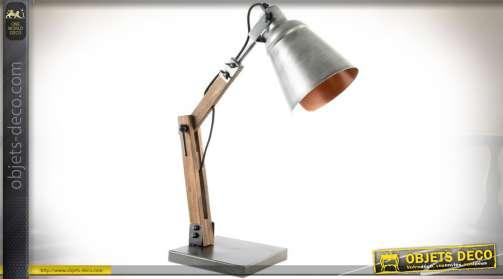 Lampe en bois et métal style ancienne lampe d'atelier à bras articulé. Réflecteur en métal gris argenté.