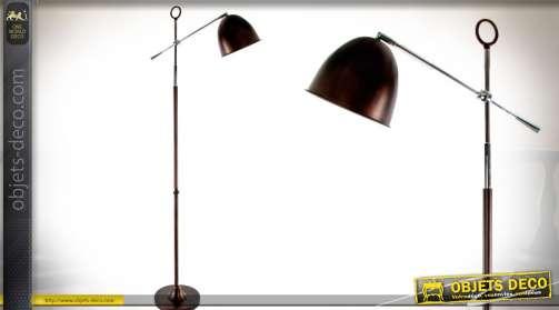 Lampadaire de salon, sur pied avec bras orientable, réflecteur noir forme ovale.