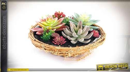 Décoration plantes artificielles, panier en osier avec cactus et plantes grasses.