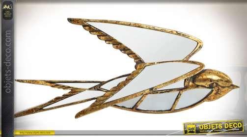 Décoration murale en forme d'oiseau doré habillé de multiples miroirs