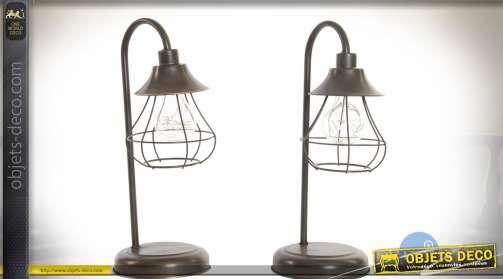 Ensemble de 2 lampes de style ancien en métal aspect vieilli à éclairage LED.