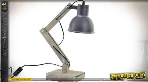 Lampe du bureau réglable de style industriel et rétro, base et pied en bois vieilli et réflecteur en métal gris anthracite.