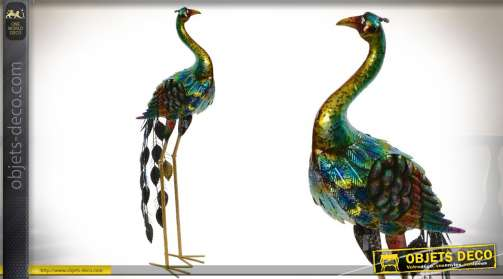Haute statuette décorative en métal en forme de paon stylisé, finition multicolore effet doré.