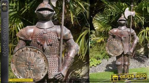 Armure décorative de style médiéval avec lance et bouclier