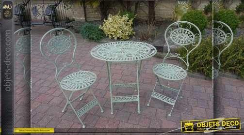 Salon de jardin composé d'une table ovale et de deux chaises assorties couleur vert
