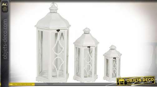 Ensemble décoratif composé de 3 grandes lanternes blanche, de style romantique et de forme hexagonale