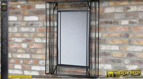 Miroir en forme de tableau en relief et en métal de style industriel et design
