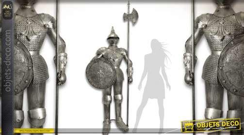 Armure de chevalier en armes de style médiéval, grandeur nature 2,42 mètres, finition métal argenté