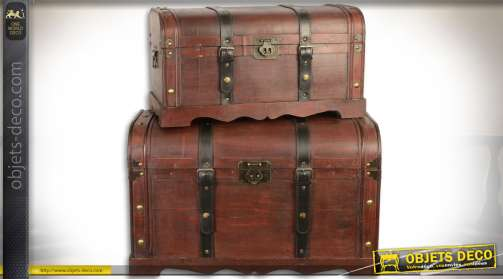 Ensemble de deux coffres de style ancien en bois avec fermetures à sangles, teinte brun rouge