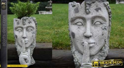 Sculpture porte plante en MGO finition vieillie, visage avec doigt devant la bouche