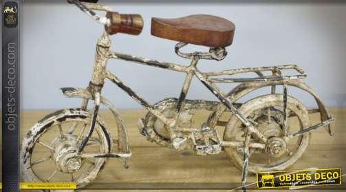 Vélo décoratif coloris crème en forme d'objet déco vintage façon trésor de brocante