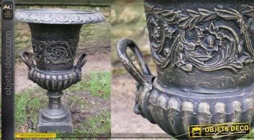 Vase en fonte finition noir et bronze, forme Médicis qvec grandes hanses, 48cm de diamètre