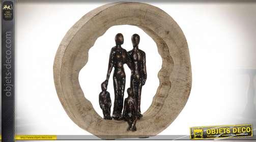 Décoration à poser en bois de manguier finition naturelle et en aluminum bruni, représentation d'une famille, Ø27cm