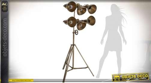 Lampadaire sur trépied en métal doré vieilli avec 6 spots orientables