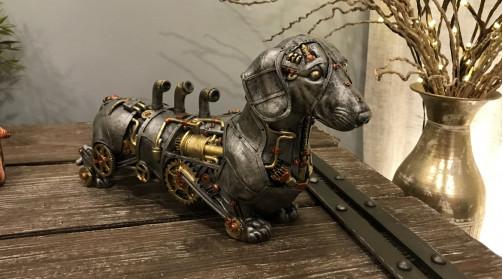 Objet décoratif rétro-futuriste, chien steampunk, teckel vaporiste