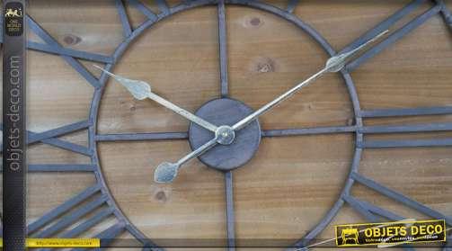Grande horloge murale en bois et métal, chiffres romains effet vieille fonte 76cm de diamètre