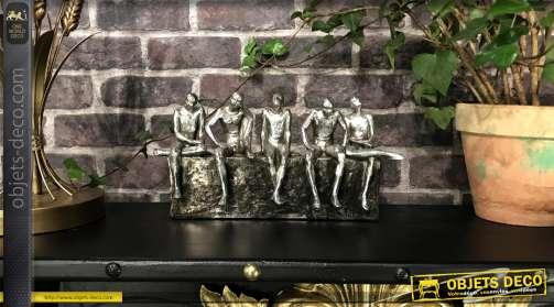Statuette en résine, déco de bureau masculine, effet métal sculpté, bande de copains discutant