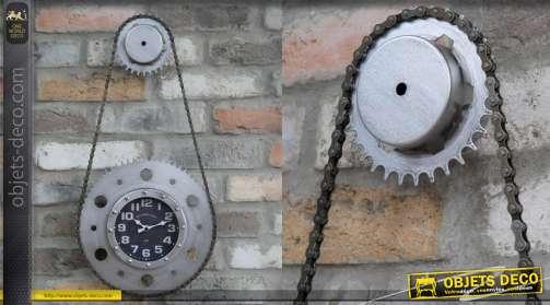 Horloge murale sur le thème du vélo, forme de chaine et de dérailleur, finition indus