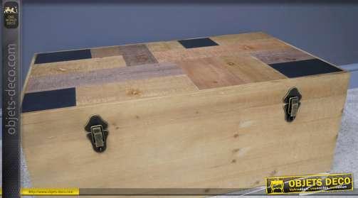 Ensemble de trois coffres en bois de sapin, esprit rangement jouet ou linge d'hiver, finition clair et plateau géométriques