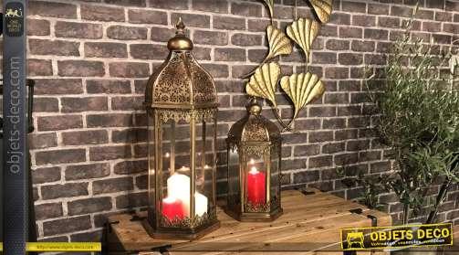 Série de deux lanternes en métal vieux doré, esprit oriental moucharabieh 72cm de haut