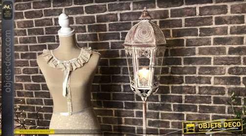 Lanterne style lampadaire de ville esprit fer forgé, en métal finition vintage vieux rose et blanc/crème