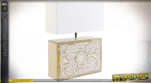 Lampe de table en bois de manguier sculpté et abat jour en polyester clair, 60cm de hauteur finale
