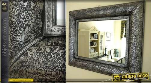 Grand miroir noir et argent métal embossé style marocain