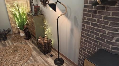 Lampadaire de style industriel et rétro avec pied en métal et col en chanvre tressé épais