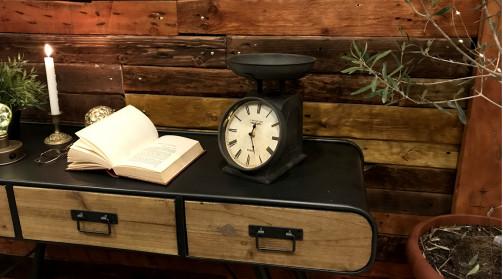 Horloge vintage en forme d'ancienne balance, déco rétro