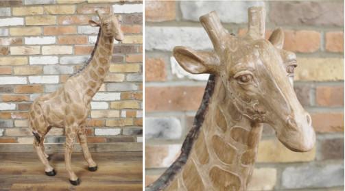 Grande sculpture de girafe en résine ambiance vieux safari, 102cm