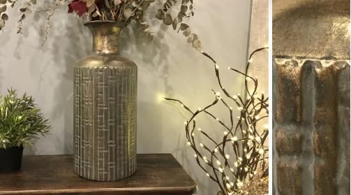 Vase en métal décoratif, finition chrome ancien et reflets, forme ronde de Ø19cm, ambiance moderne