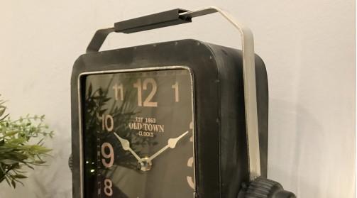 Horloge de table en forme d'ancienne radio, en métal finition vieillie, ambiance rétro