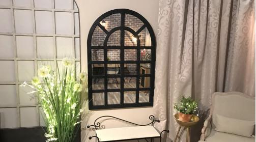 Grand miroir fenêtre en bois finition noire effet patine usée, 130cm de haut