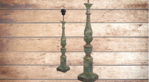 Pied de lampe en bois sculpté finition bleutée effet ancien, décapé