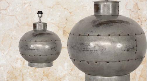 Pied de lampe en forme de boule finitions industrielles, ambiance vieille ferme/ancien atelier