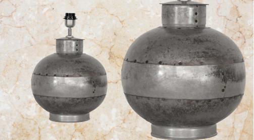Pied de lampe en forme de boule, vieux métal assemblé effet patchwork ambiance indus