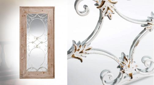 Miroir fenêtre en bois et verre avec grille en fer forgé frontal, effet ancien