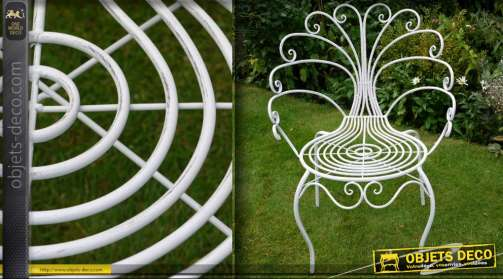 Chaise en métal patine blanc antique ave dossier en forme de roue de paon